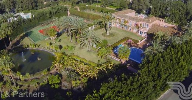 Thumbnail Villa for sale in Kings & Queens, Sotogrande Costa, Andalucia, Spain