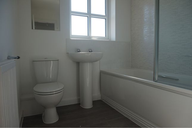 Family Bathroom of Downy Close, Cottam, Preston PR4