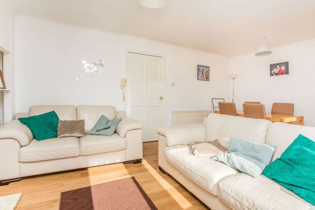 Living Room of Burnfield Road, Thornliebank, Glasgow G43