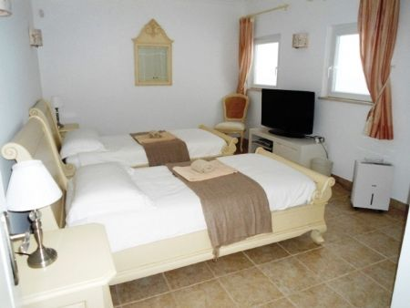 Image 9 6 Bedroom Villa - Western Algarve, Praia Da Luz (Gv368)