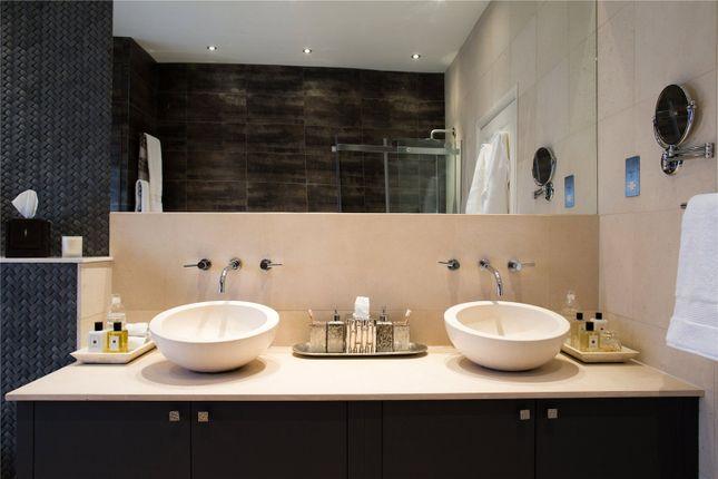 Bathroom of Warwick Place, Little Venice, London W9