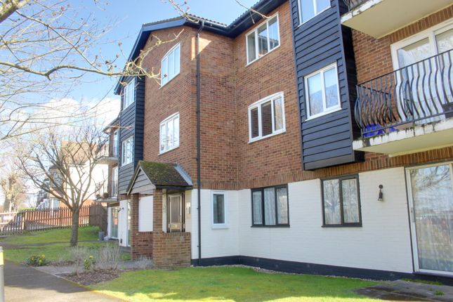 Flat to rent in Birchend Close, South Croydon