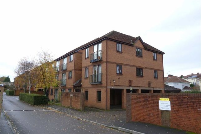2 bed flat to rent in Beechmount Grove, Hengrove, Bristol