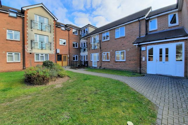 2 bed flat for sale in Botley Road, Park Gate, Southampton SO31
