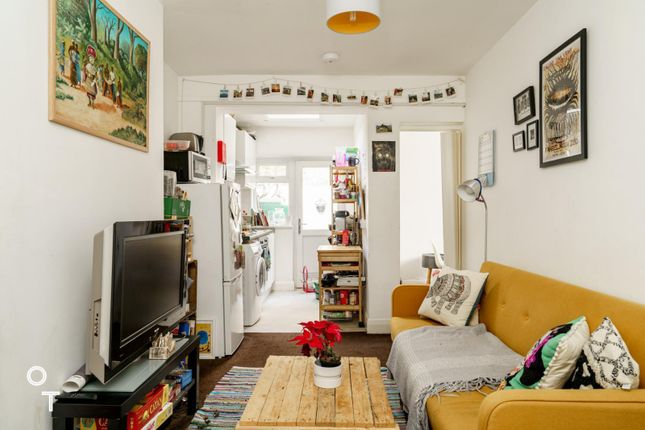 Thumbnail Terraced house to rent in Anglers Lane, London