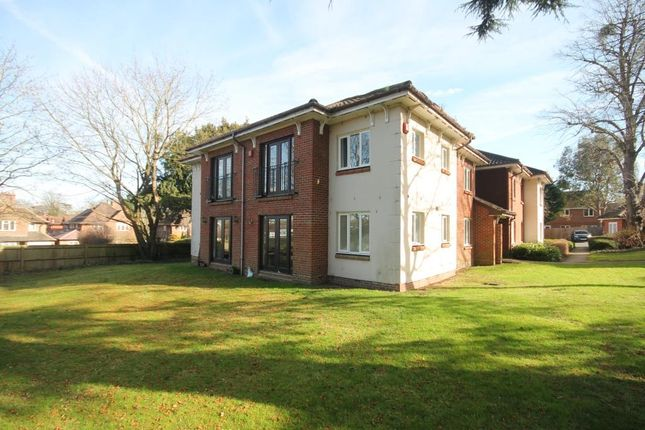 2 bed flat to rent in Guildford Road, Fetcham, Leatherhead KT22
