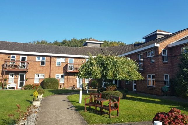 Thumbnail Flat to rent in Lowfield Road, Anlaby, Hull