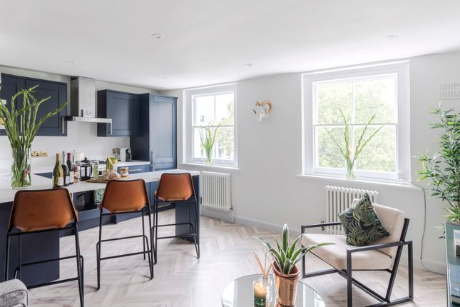 Thumbnail Flat to rent in Arundel Square, London