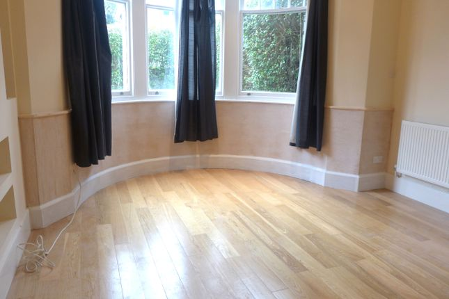 Thumbnail Flat to rent in Barclay Road, Croydon