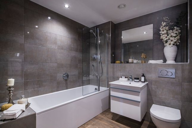 """3 bedroom flat for sale in """"Windsor Court Apartments"""" at Portland Gardens, Marlow"""