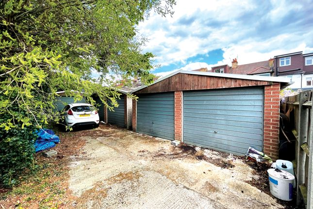 Parking/garage for sale in Park Road, Hendon NW4