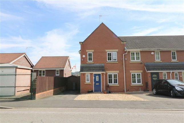 Thumbnail Town house for sale in Diamond Crescent, Stoke-On-Trent, Staffordshire