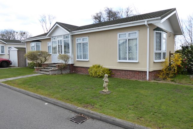Thumbnail Mobile/park home for sale in Marina View, Dogdyke, Coningsby, Lincolnshire