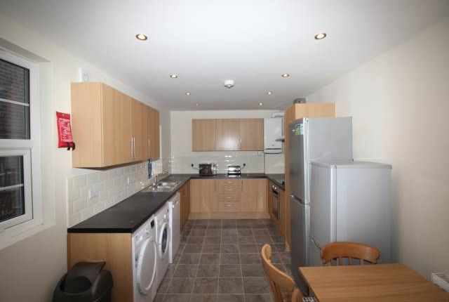 Thumbnail Shared accommodation to rent in Westgate Road, Newcastle Upon Tyne