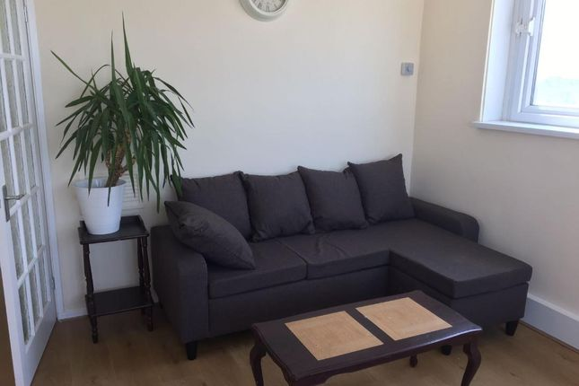 Thumbnail Flat to rent in Fleming Road, Southall