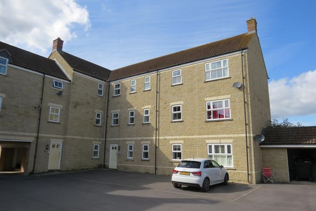 Thumbnail Flat for sale in Linnet Road, Calne