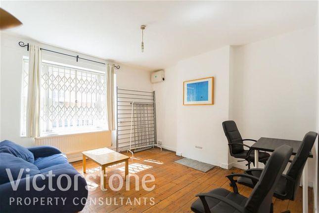 Thumbnail Flat to rent in Old Castle Street, Spitalfeilds, London