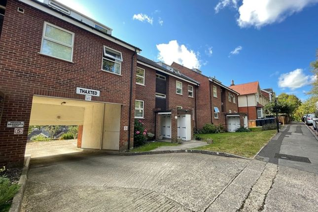 1 bed flat to rent in Thaxted, Campbell Road, Salisbury SP1