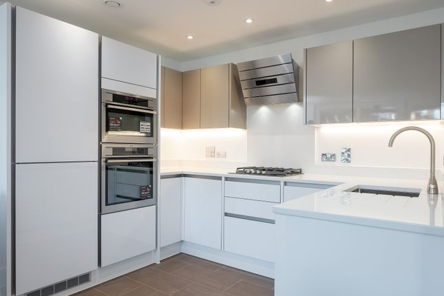 Thumbnail Flat to rent in Tabard Street, London