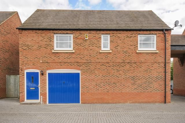 Thumbnail Detached house for sale in Fairford Leys, Aylesbury