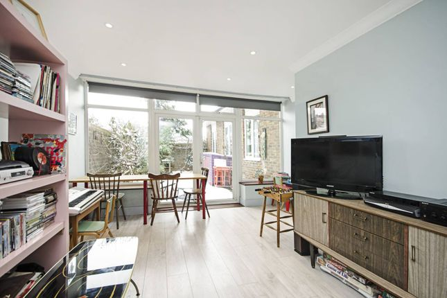 Thumbnail Bungalow for sale in Inglesham Walk, Hackney