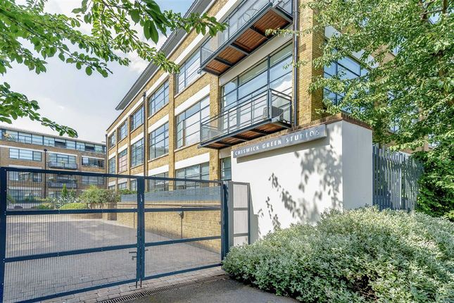 Thumbnail Flat to rent in Evershed Walk, London