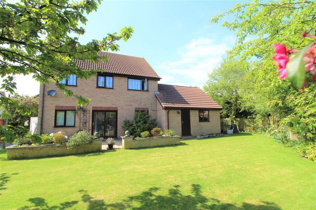 Thumbnail Cottage for sale in Greenfinch End, Colchester