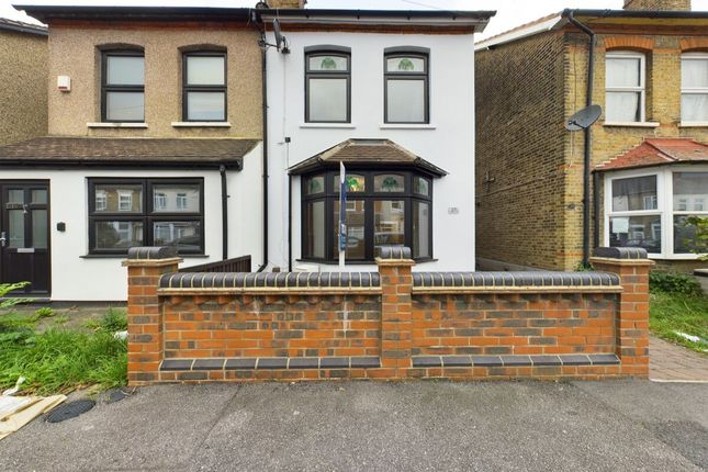 4 bed semi-detached house to rent in Willow Street, Romford RM7