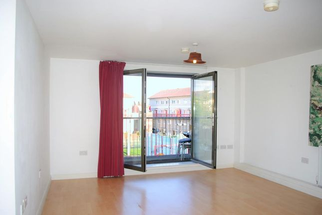 Flat to rent in Crediton Road, London