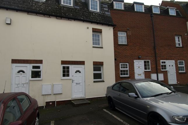 Thumbnail Maisonette to rent in Pollys Yard, Newport Pagnell, Buckinghamshire