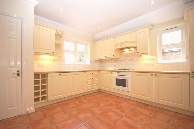 Thumbnail Flat for sale in Station Approach, Chorleywood