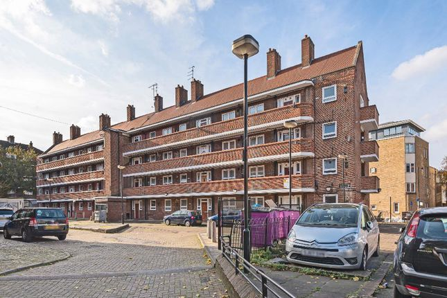 3 bed flat to rent in Casson House, Brick Lane, Casson Street, London E1