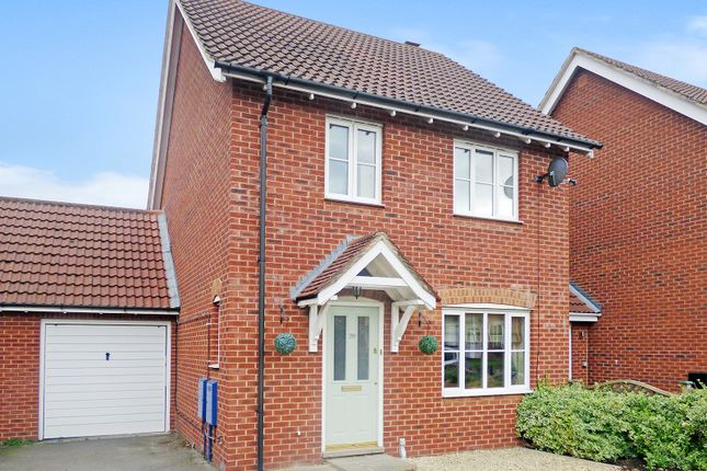 3 bed link-detached house to rent in Cleveland Way, Westbury