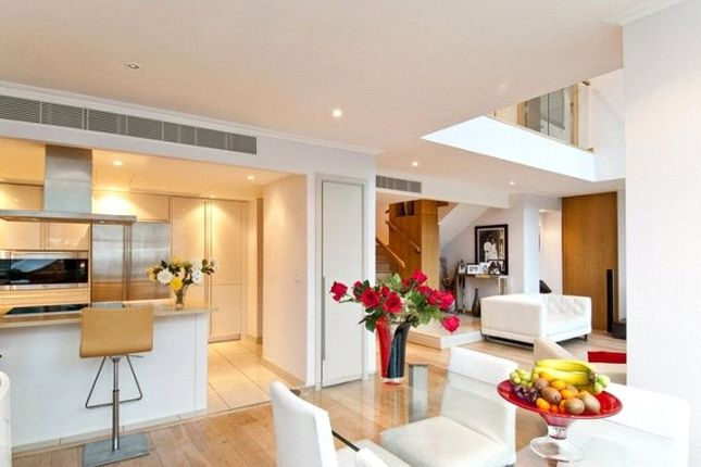 Thumbnail Flat to rent in West India Quay, Hertsmere Road, Canary Wharf, Lonon