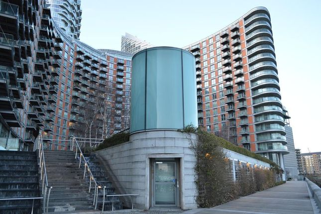 Thumbnail Flat to rent in New Providence Wharf, 1 Fairmont Avenue, Canary Wharf, London