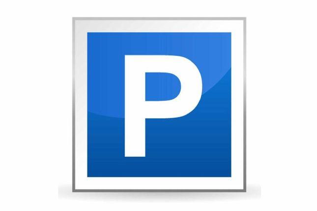 Parking/garage to rent in Moreland Street, London