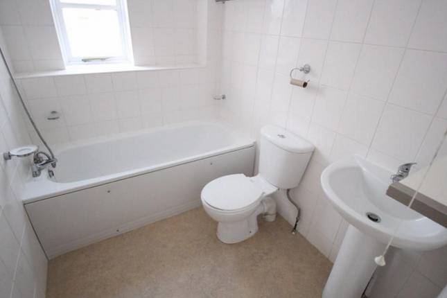 2 bed semi-detached house to rent in Lytton Road, New Barnet