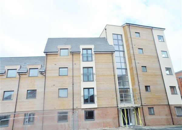 2 bed flat to rent in Midshires Business Park, Smeaton Close, Aylesbury