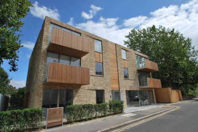 3 bed flat to rent in Brandon Street, Elephant & Castle