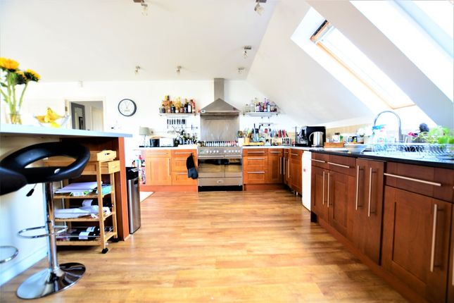 Thumbnail Flat to rent in Eaton Gardens, Hove