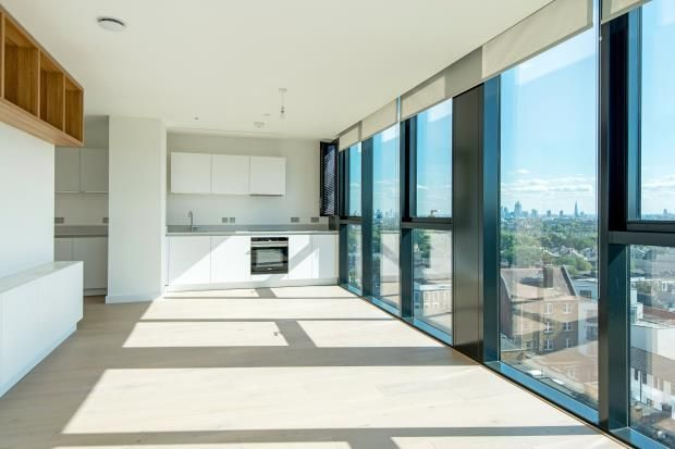 Thumbnail Flat for sale in Highgate Hill, Archway, London