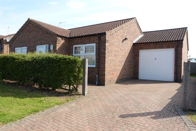 Thumbnail Bungalow to rent in Town Hill, Broughton, Brigg