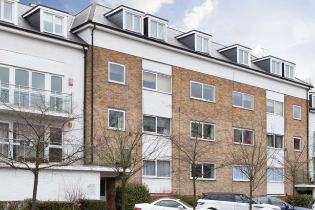 2 bed flat for sale in Brook Court, Radlett WD7