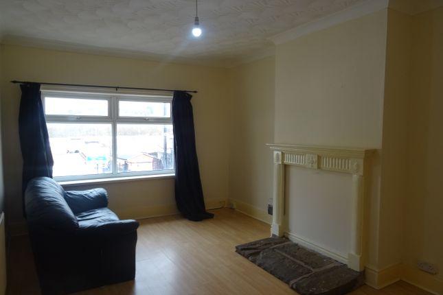 Thumbnail Flat to rent in Barnsley Road, Moorthorpe, South Elmsall, Pontefract