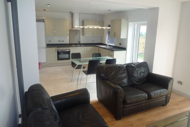 Thumbnail Room to rent in West View Road, Manchester