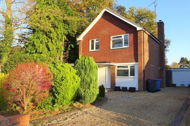 3 bed detached house to rent in Connaught Road, Fleet GU51