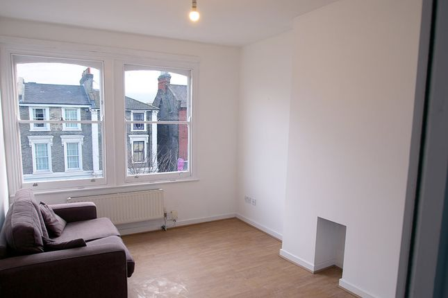 Thumbnail Flat to rent in 118 Junction Road, Tufnell Park, London
