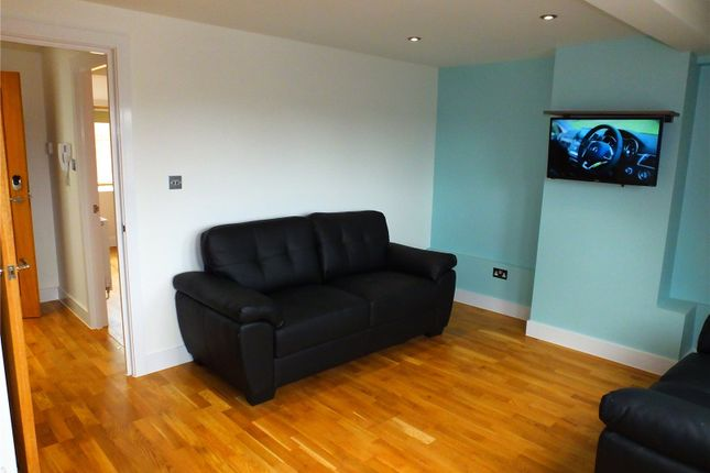 1 bed flat to rent in High Street, Bromley, Kent BR1