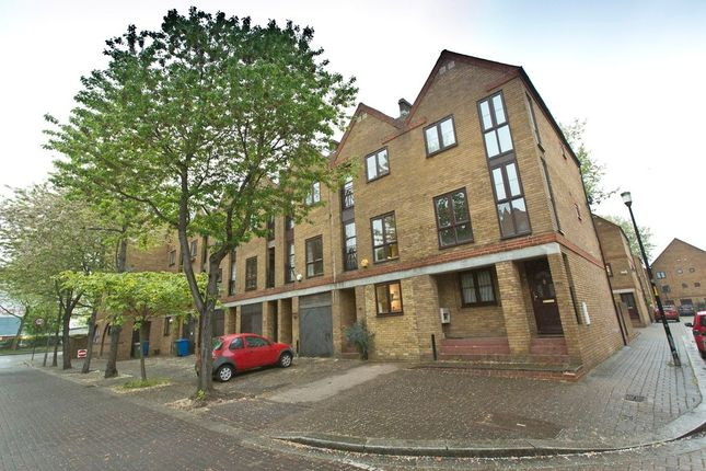 Thumbnail Terraced house to rent in Brunswick Quay, London
