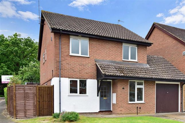 Thumbnail Detached house for sale in Chatelet Close, Horley, Surrey